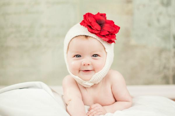 White Blossom Bonnet with Red Small Rose