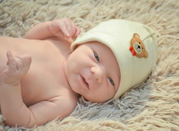 Cream Applique Hat with Brown Bear