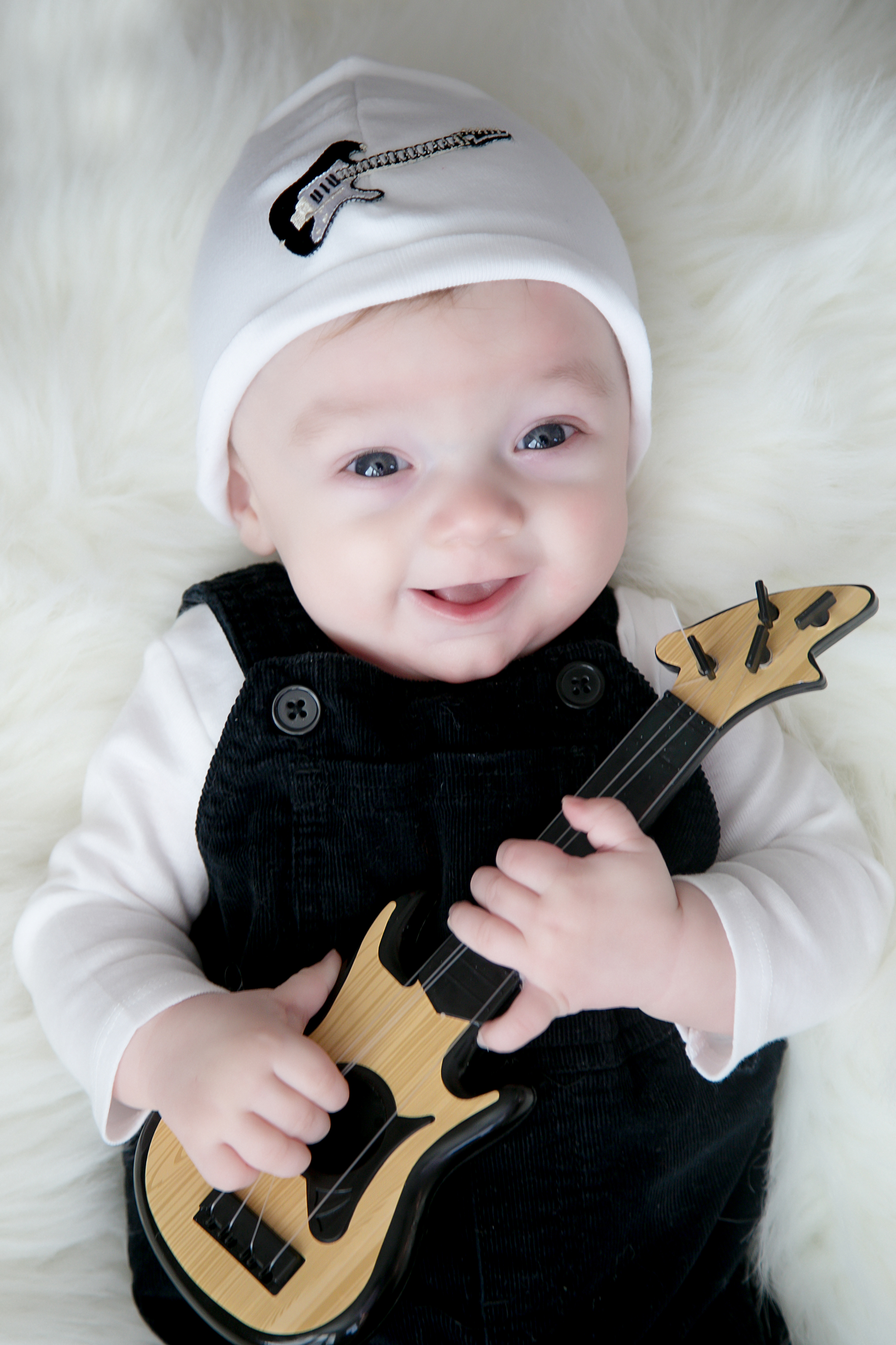 White Applique Hat with Black Guitar