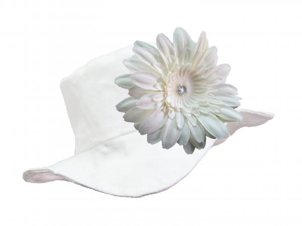 White Sun Hat with White Daisy