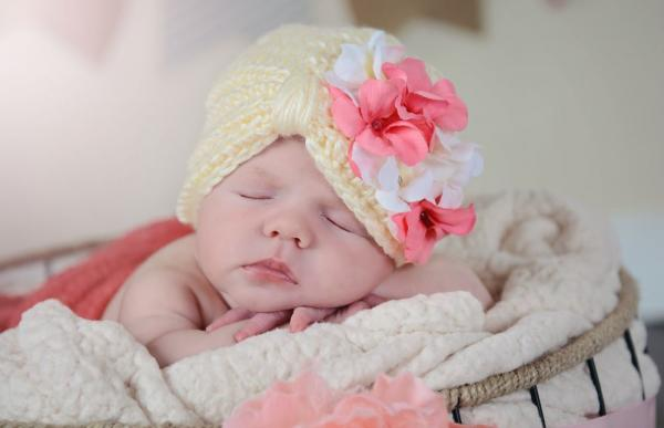 Cream Tiny Turban with Pink White Geranium
