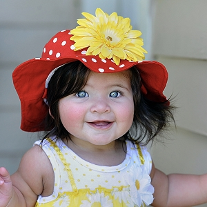 Red Dot Sun Hat with Yellow Daisy